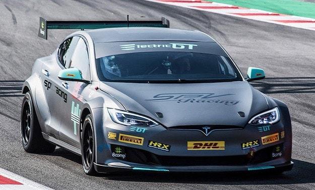 Tesla Motors представила первый гоночный электрический автомобиль