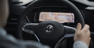 VW показал интерьер кроссовера T-Cross