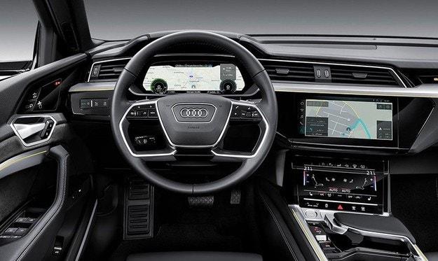 Премьера серийного кроссовера Audi E-Thron