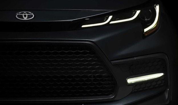 Toyota выпустила тизер нового седана Corolla.
