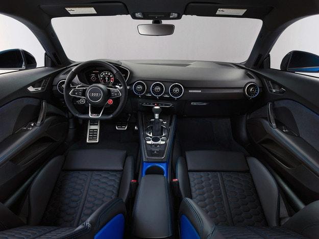 Audi представила обновленный спортивный автомобиль TT RS