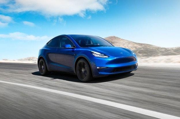 Tesla представила новый электрический кроссовер