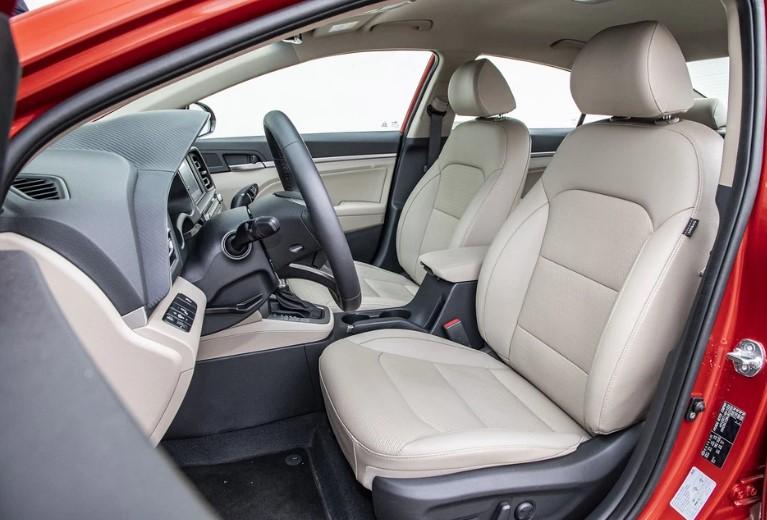 Hyundai Elantra 1.6 MPI 6AT - седан в азиатском стиле