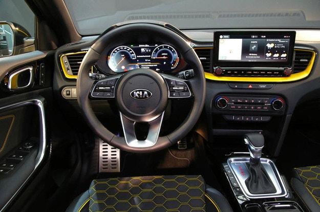 Kia рассекретила новый кроссовер XCeed