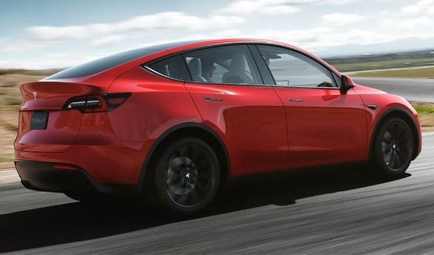 Тесла запускает производство кроссовера